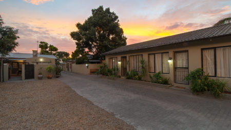 Inyathi Guest Lodge – Self Catering Chalets